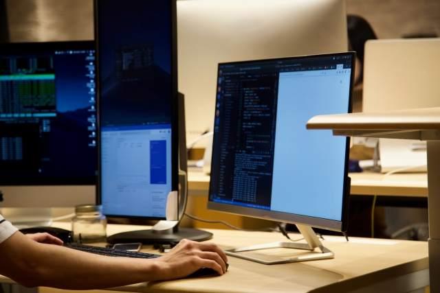 【初心者向け】自宅でWebデザインの学習をするならデュアルモニタにするのがオススメ
